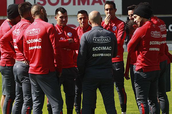 Resultado de imagen para seleccion chilena de futbol pinto dura