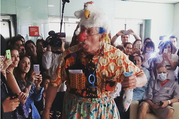 Patch adams visita chilean
