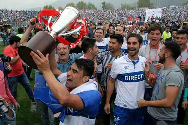 La dura dedicatoria del plantel de la UC a Mosa y la U tras lograr el sufrido título del Clausura