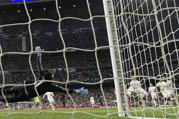 ¿Penal? La polémica mano que pudo llevar al City de Pellegrini a la final de Champions