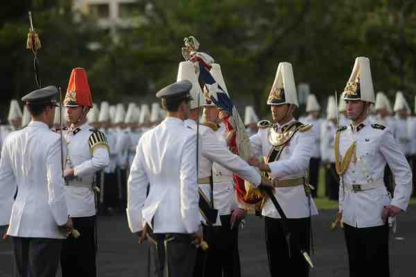 Comandante en jefe del Ejército es el que menos gana de sus pares de la FF.AA.: $4 millones