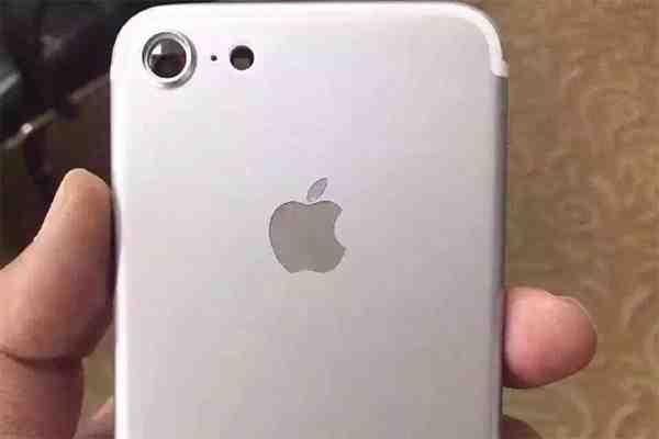 """Filtran supuestas imágenes y detalles del rumoreado """"iPhone 7"""" de Apple"""