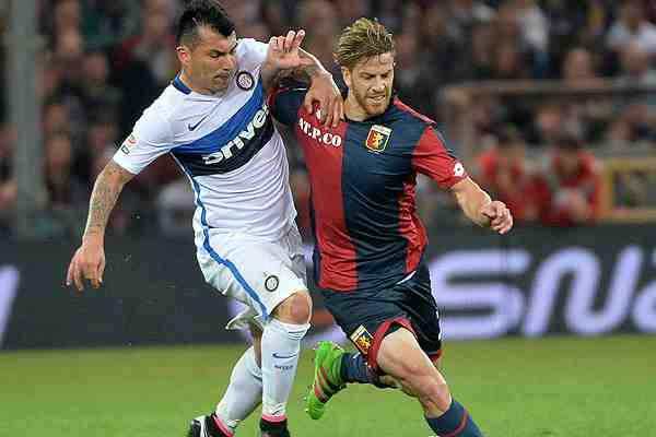 Presidente del Inter coloca a Medel en la lista de los posibles jugadores a vender
