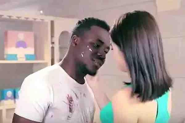 Mira el controvertido anuncio de un detergente chino acusado de ser racista