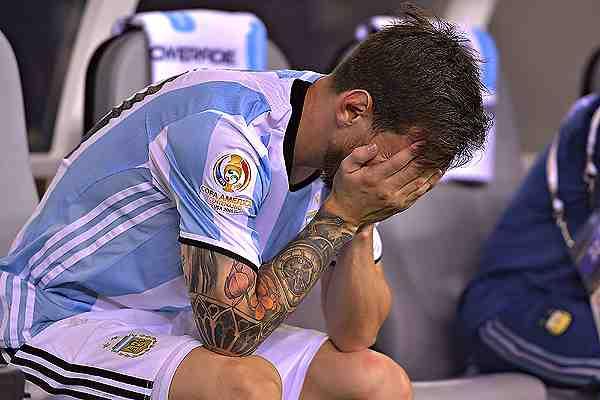 El desconsolado llanto de Lionel Messi tras perder el penal y la Copa América