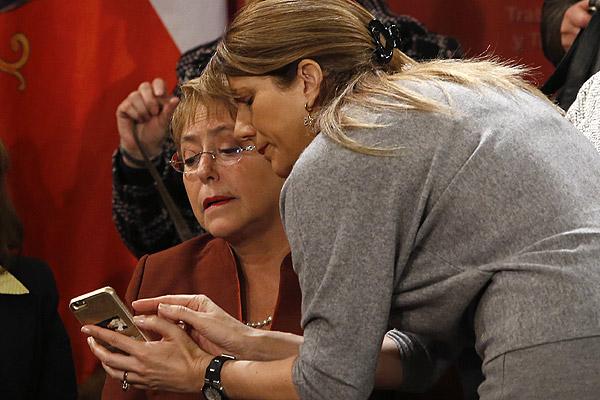 Bachelet promulga reforma laboral: Aspirábamos a más, porque persisten desequilibrios