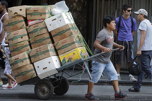 Radiografía al empleo inmigrante en Chile: ¿Cuál es su impacto en el mercado laboral?