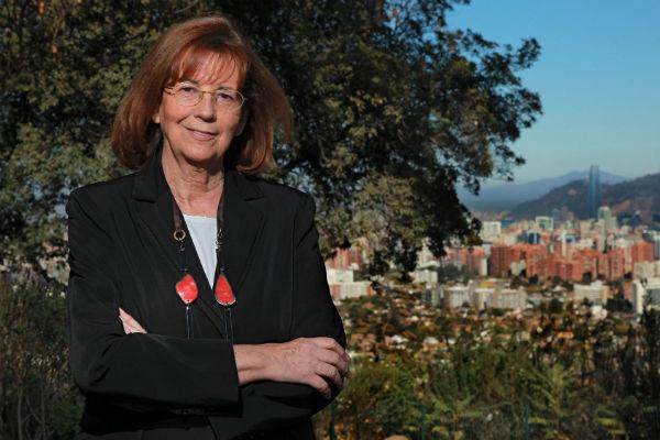 Astrónoma chilena recibe importante galardón de género por su trayectoria