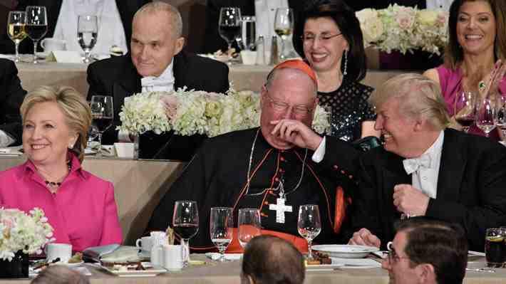 Clinton y Trump intercambian bromas y comentarios ácidos en tradicional cena de caridad