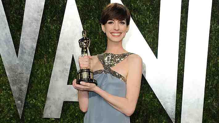 """Anne Hathaway recuerda cuando ganó el Oscar: """"Traté de fingir que estaba feliz"""""""