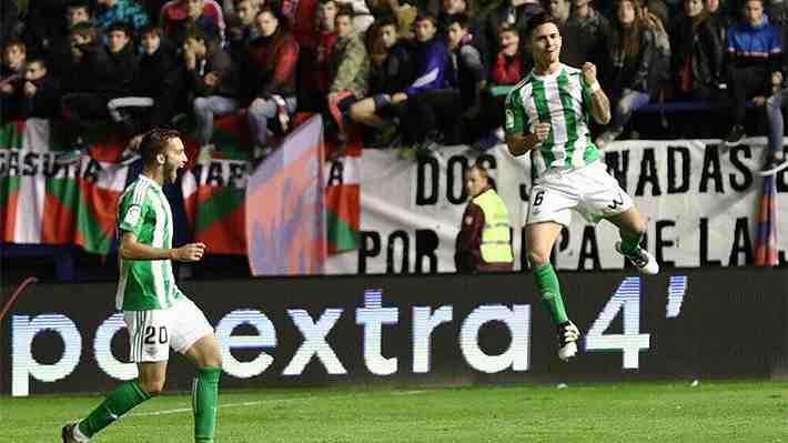 Felipe Gutiérrez marcó un espectacular golazo de tiro libre para darle un agónico triunfo al Betis en la Liga
