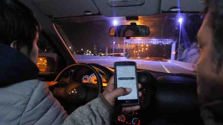 """Ley Uber"" incluye creación de polémico fondo que beneficia al gremio de taxistas"