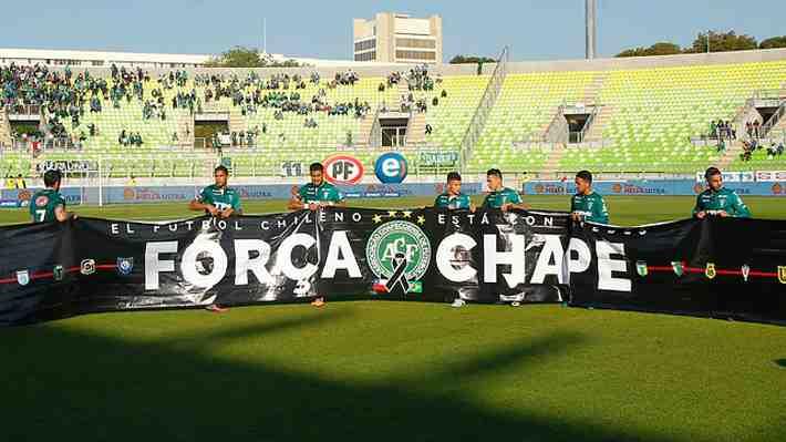 El polémico y reprochable gesto que realizó un jugador de Wanderers contra Everton en homenaje a Chapecoense