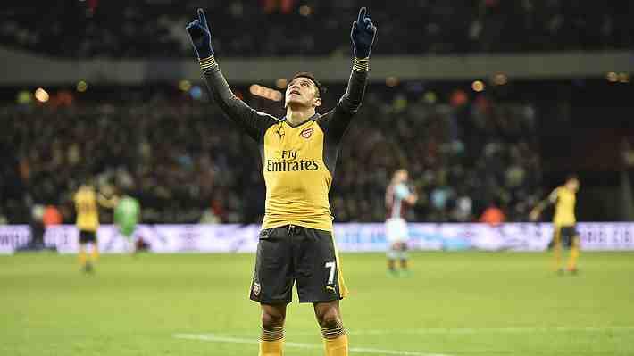 El notable gesto de Alexis Sánchez sólo minutos después de anotar un triplete con el Arsenal