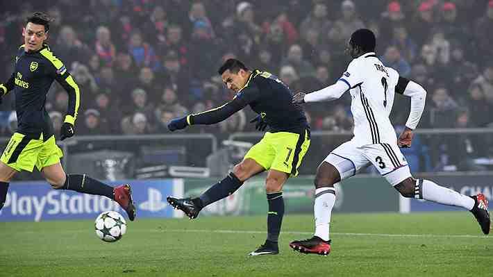 """El espectacular tiro libre de Sánchez en la Champions que pudo ser """"el mejor gol de la jornada"""""""
