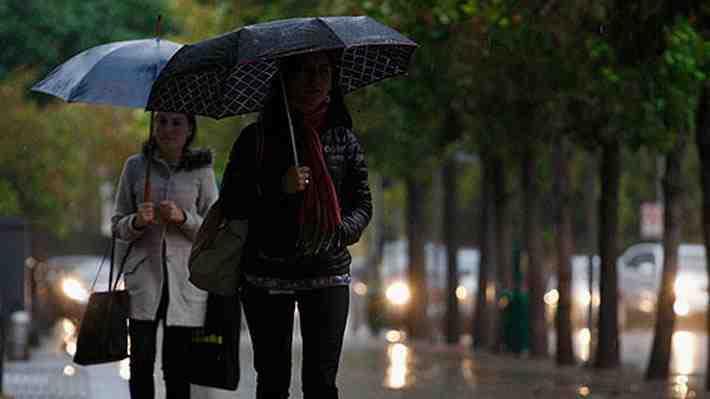 Registran cortes de luz y calles anegadas por fuertes lluvias en la capital