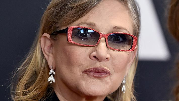 Carrie Fisher sufre ataque cardíaco mientras viajaba de Londres a Los Angeles