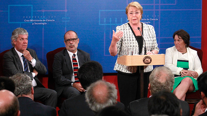 Bachelet firma proyecto que crea el Ministerio de Ciencia y Tecnología y una Agencia de Investigación y Desarrollo