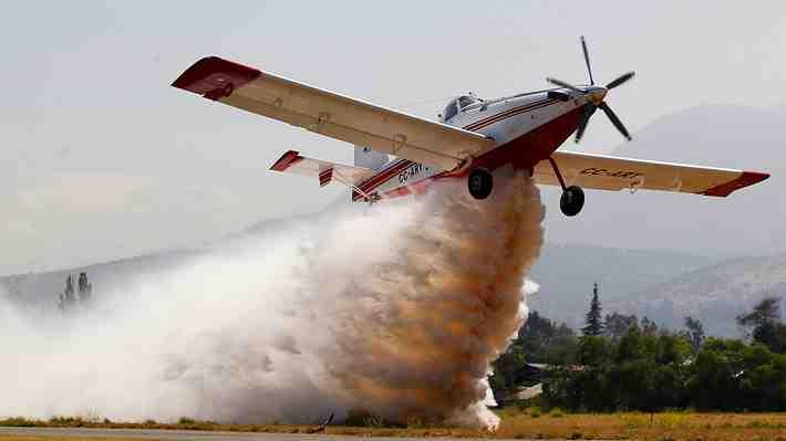 Director de la Conaf admite que la mitad de sus aviones no están atacando los incendios