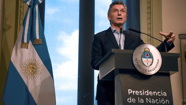 Presidente de Argentina viene a Chile en una simbólica visita relámpago y tras un complejo primer año