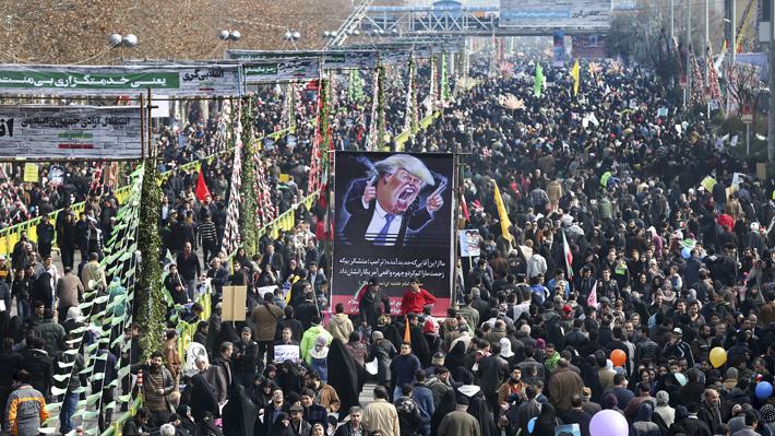 Millones de iraníes se manifiestan contra Trump en aniversario de la revolución islámica