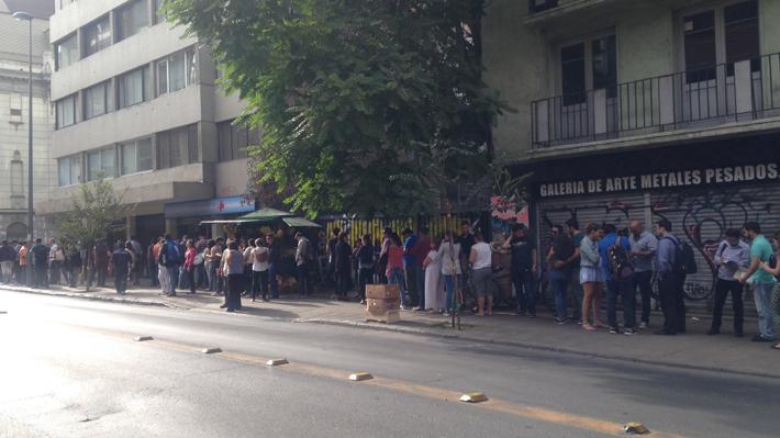 Cientos de médicos extranjeros se aglomeran para conseguir cupo para rendir el Eunacom