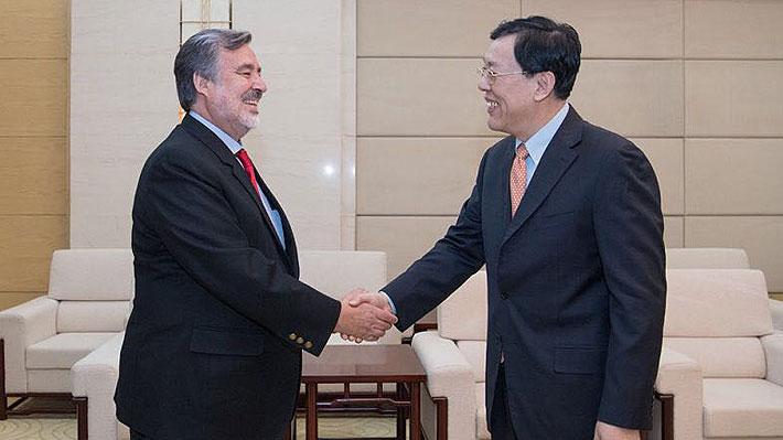 Senador Guillier se reúne con alto dirigente del PC chino y visita empresas Huawei  y Alibaba en gira por Beijing y Shanghai