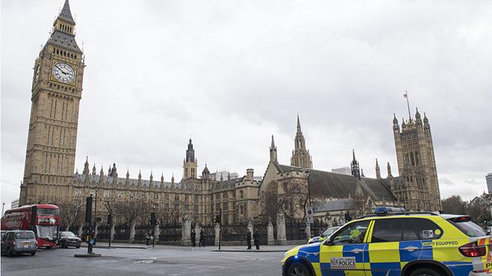 Theresa May convoca a reunión de emergencia para abordar la respuesta al atentado en Londres