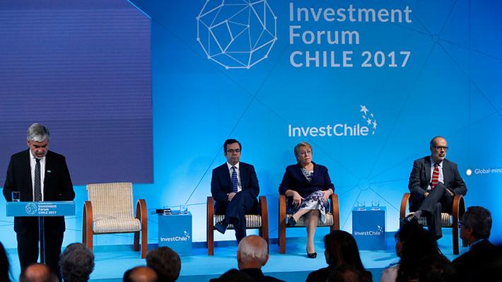 Bachelet destaca a Chile como destino de inversión y lanza visa para extranjeros de la industria tecnológica