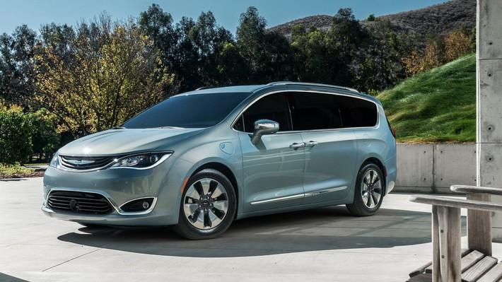 Google amplía desarrollo de vehículos autónomos con híbridos Chrysler