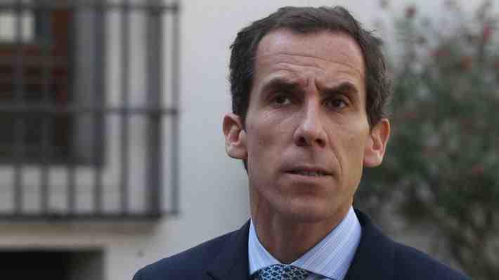 Alcalde de Santiago anuncia querella por millonario déficit en educación. ¿Qué opinas?