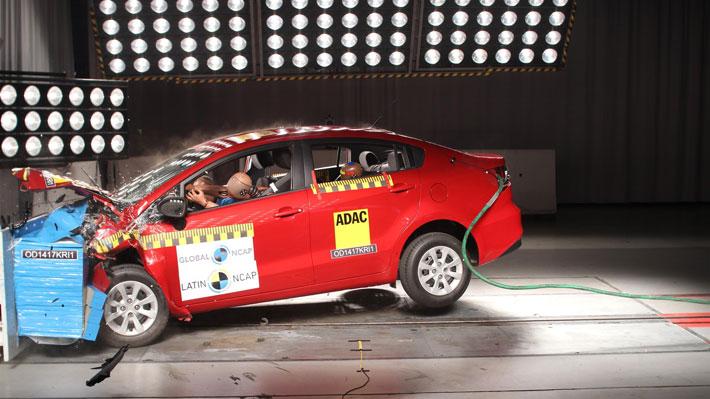 El Kia Rio Sedán y Chevrolet Onix obtienen cero estrellas de seguridad en Latin NCAP