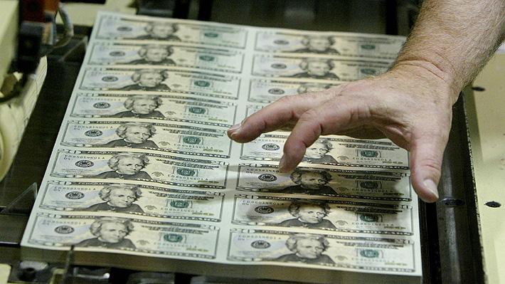 Dólar cierra con fuerte alza por inestabilidad política de EE.UU. y escándalo brasileño