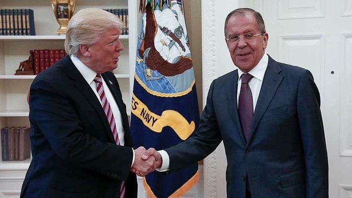 Trump le habría dicho a funcionarios rusos que despedir a jefe del FBI le