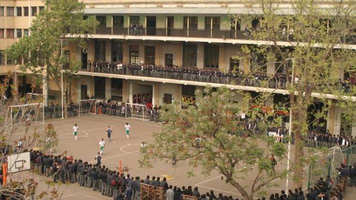 No selecciona, no paraliza y será gratuito: Así es el colegio que provocó esperas de hasta 16 horas por un cupo