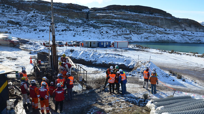Aysén: Trabajos para rescatar a mineros continuarán pese a que sonda encontró agua en el nivel 55