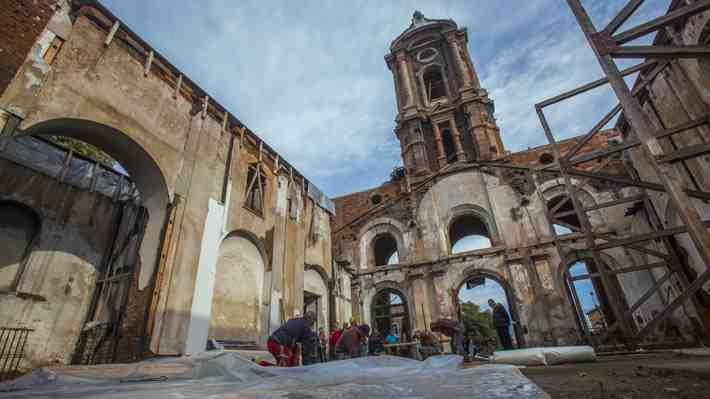 La iglesia de San Francisco en Valparaíso es emblemática pero hay que reconstruirla.  ¿Estás de acuerdo con destinar $7.000 millones para eso?