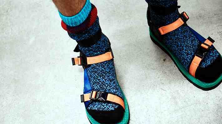 Las chalas con calcetines se imponen como último grito de la moda para el verano 2017/18