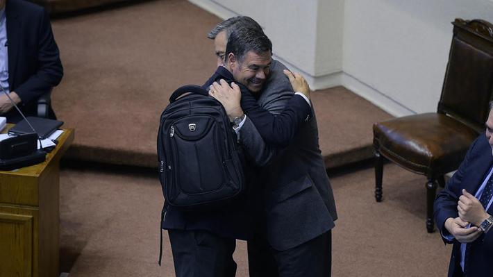 Un abrazo y la bienvenida al comité de independientes: El amistoso