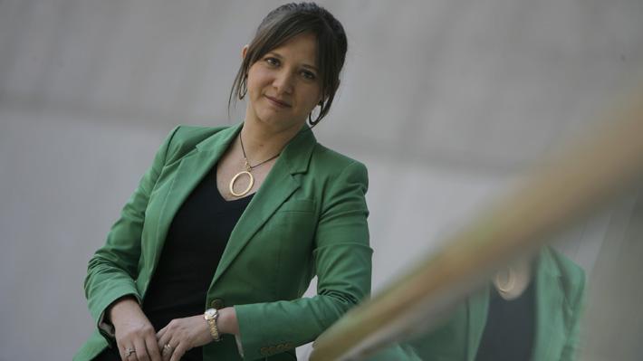 TVN defiende a Mónica Pérez tras polémica por su millonario contrato como corresponsal en Londres