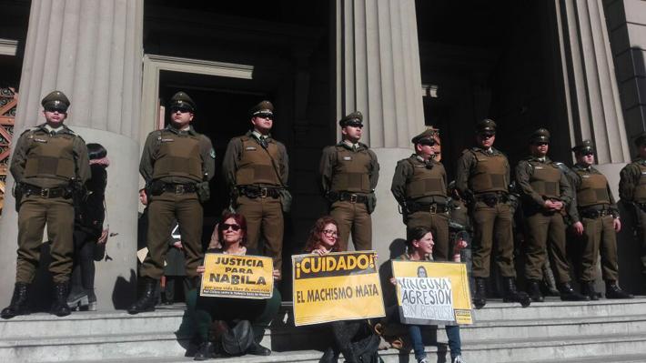Caso Nabila Rifo: Resguardan ingreso a Palacio de Tribunales ante manifestaciones por fallo de la Suprema