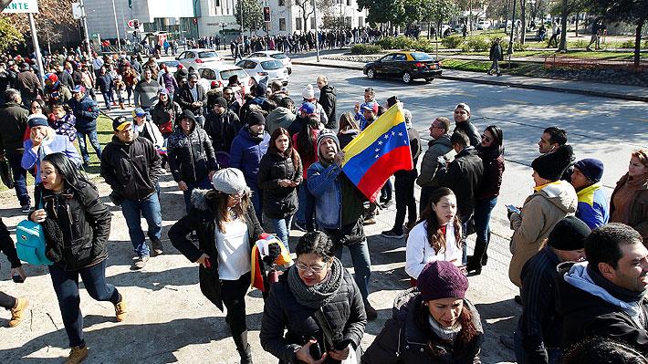 Venezolanos residentes en Chile participan en plebiscito simbólico contra Nicolás Maduro