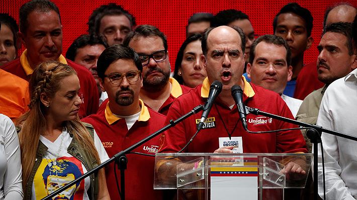 Oposición venezolana define este lunes su estrategia tras masiva participación en consulta