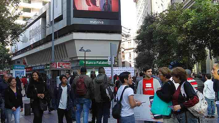 ¿Hablamos mal los chilenos? Burlas de youtuber a modismos criollos generan discusión.