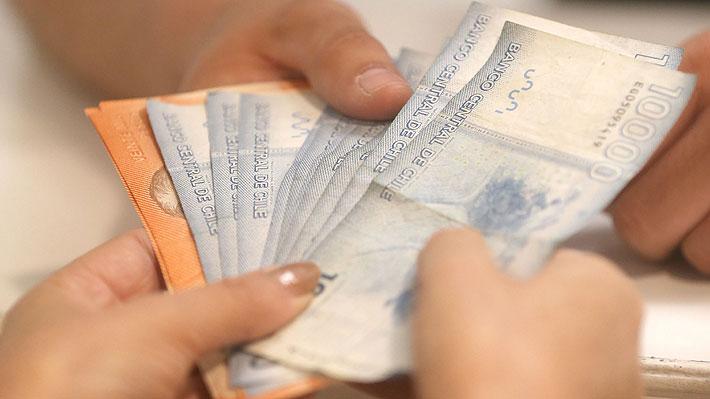 Radiografía a los sueldos en Chile: 50% de los trabajadores recibió salario igual o menor a $350 mil en 2016