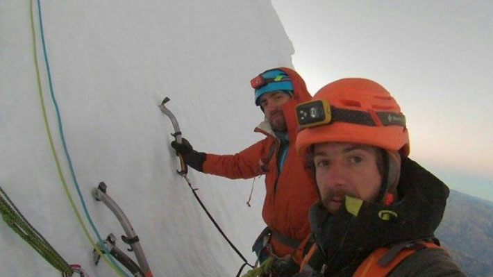 Policía peruana busca a dos turistas chilenos desaparecidos en el nevado Pirámide de Garcilaso