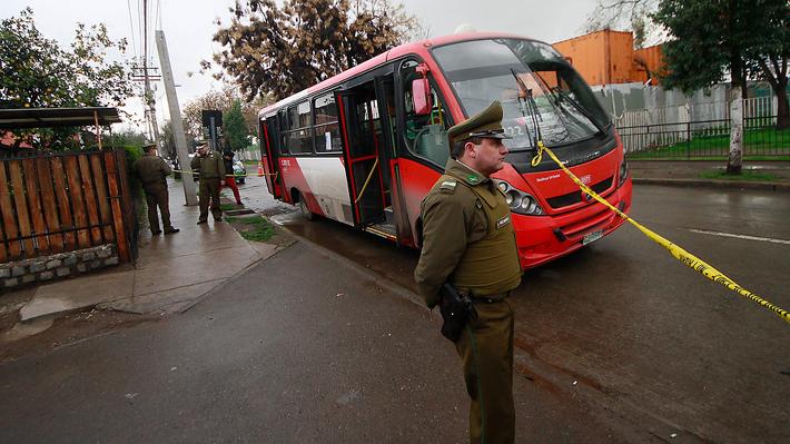Adolescente de 16 años dispara y deja en riesgo vital a mujer que viajaba en bus del Transantiago