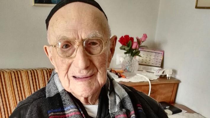 Fue un sobreviviente del Holocausto: A los 113 años falleció el hombre más viejo del mundo