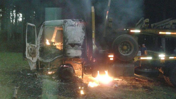 Estiman US$4 millones en pérdidas por ataque a 18 camiones en La Araucanía