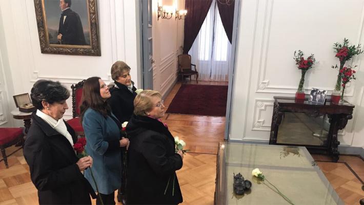 Capellán evangélico de La Moneda hace gesto a Bachelet luego de tenso Tedeum